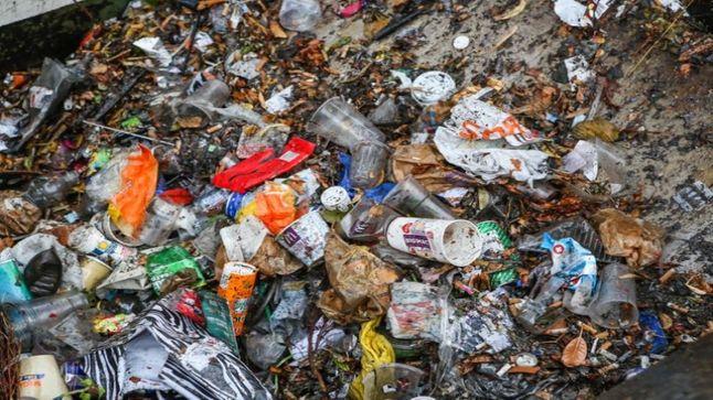 عمال النظافة في خدمة البيئة و الشركة في خدمة الأرباح